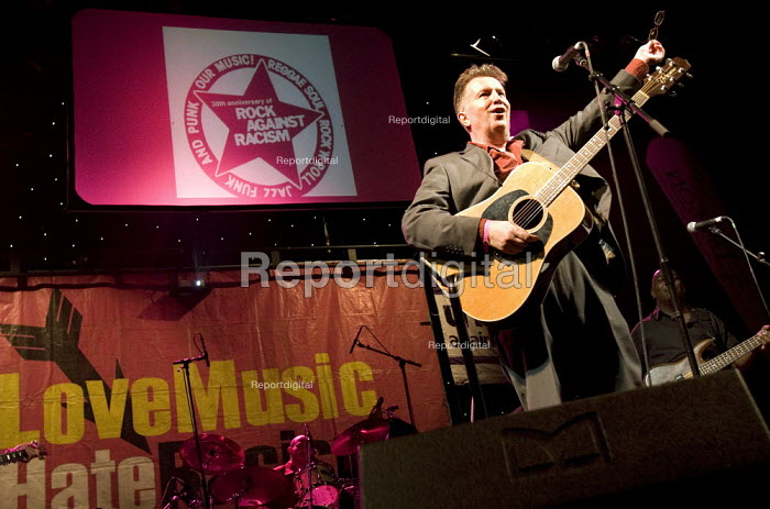 Singer Tom Robinson celebrating 30 years of Rock Against Racism. Love Music Hate Racism Gig. Spice Festival. Hackney Empire, London. - Jess Hurd - 2007-07-19