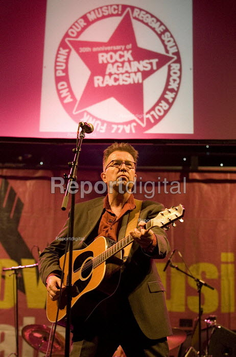 Singer Tom Robinson celebrating 30 years of Rock Against Racism. Love Music Hate Racism Gig. Spice Festival. Hackney Empire, London. - Jess Hurd - 2007-07-19