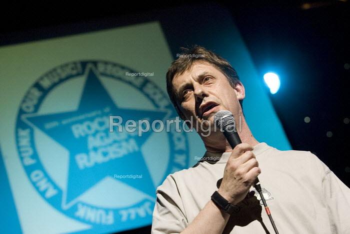 Chris Baugh PCS celebrating 30 years of Rock Against Racism. Love Music Hate Racism Gig. Spice Festival. Hackney Empire, London. - Jess Hurd - 2007-07-19
