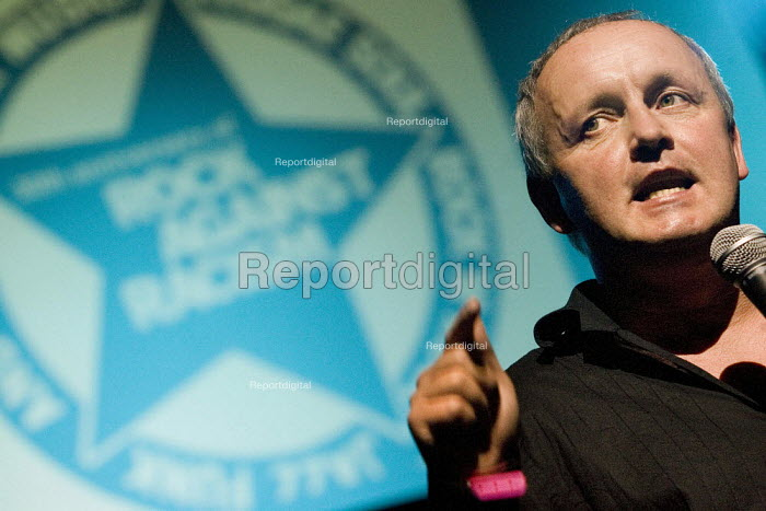 Tony Kearns CWU celebrating 30 years of Rock Against Racism. Love Music Hate Racism Gig. Spice Festival. Hackney Empire, London. - Jess Hurd - 2007-07-19