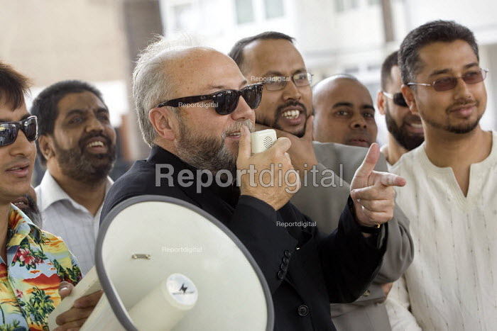 Harun Miah celebrates his victory as elected Respect councillor for Shadwell with George Galloway Respect MP for Bethnal Green and Bow. Tower Hamlets, East London. - Jess Hurd - 2007-08-11