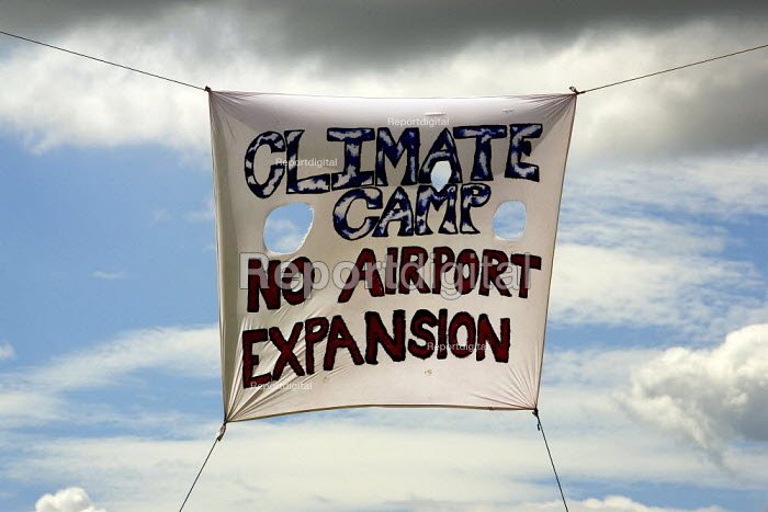 No third runway. Camp for Climate Action at Heathrow, the world's busiest airport and a big source of CO2 emissions. London. - Jess Hurd - 2007-08-13