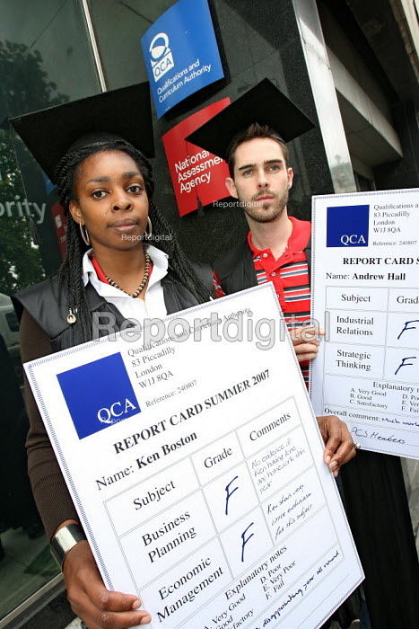 Qualifications and Curriculum Authority with report cards by a group of QCA PCS members to highlight problems with pay and relocation. Piccadilly, London. - Jess Hurd - 2007-08-24