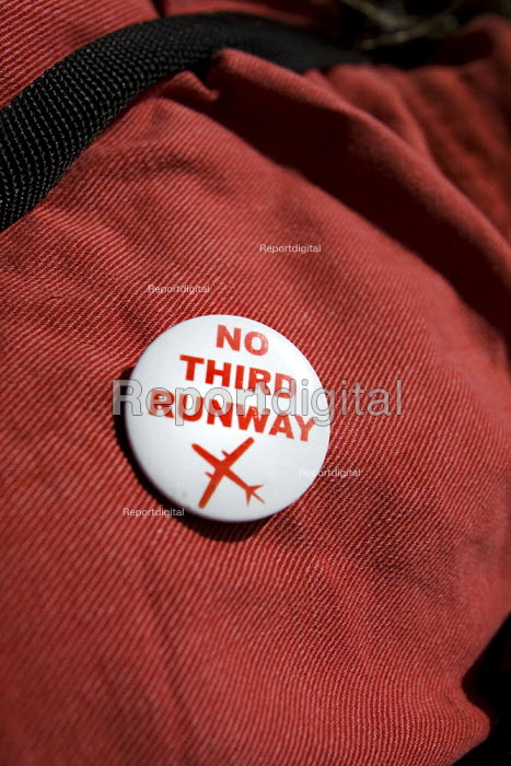No third runway badge. Camp for Climate Action at Heathrow, the world's busiest airport and a big source of CO2 emissions. London. - Jess Hurd - 2007-08-13