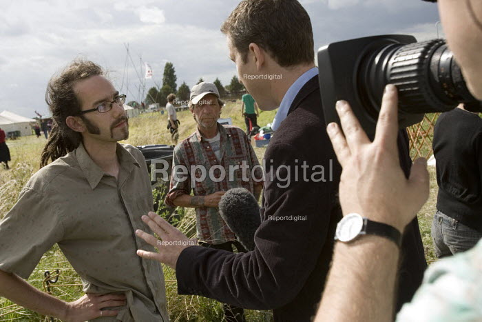BBC London News reporter Guy Smith interviews a protester about media restrictions at the Climate Camp. Camp for Climate Action at Heathrow, the worlds busiest airport and a big source of CO2 emissions. London. - Jess Hurd - 2007-08-13