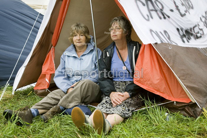 Lesley Harris and Lyn Davis, Sipson residents campaign against the third runway expansion. Camp for Climate Action at Heathrow, the world's busiest airport and a big source of CO2 emissions. London. - Jess Hurd - 2007-08-14