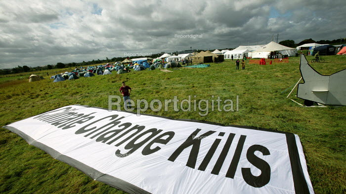 Climate Change Kills, WDM banner. Camp for Climate Action at Heathrow, the world's busiest airport and a big source of CO2 emissions. London. - Jess Hurd - 2007-08-15