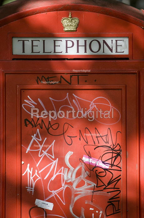 Graffiti on a London telephone box. - Jess Hurd - 2007-09-04