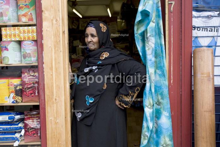 Somali shopkeeper, Brent, London. - Jess Hurd - 2007-09-15