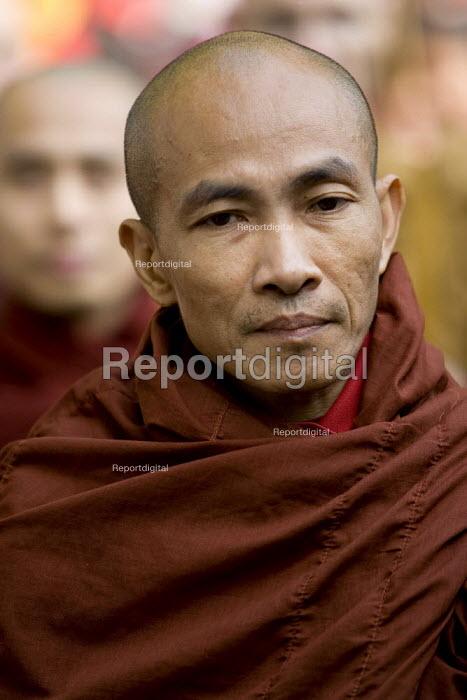Buddhist monks lead a demonstration for democracy in Burma, Battersea, London. - Jess Hurd - 2007-09-30