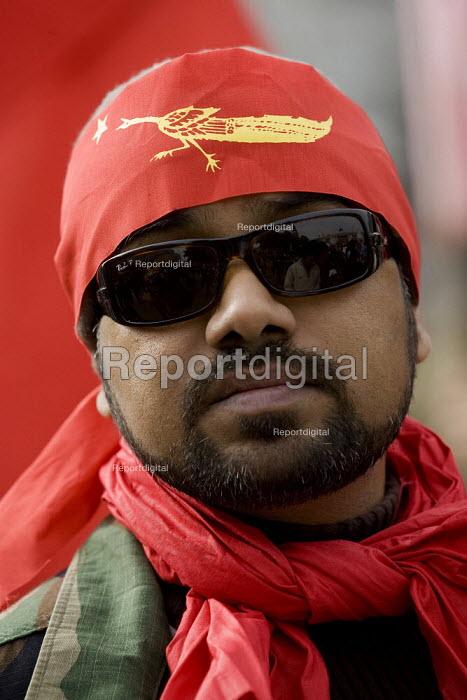 Campaigners for democracy in Burma, Trafalgar Square. London. - Jess Hurd - 2007-09-30