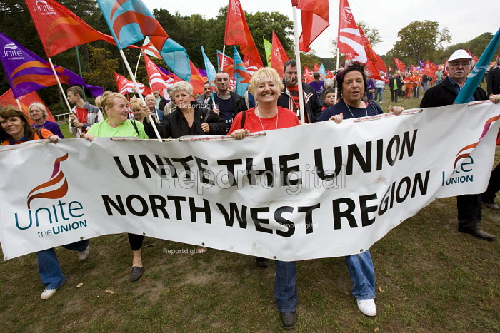March with a Message for Labour. Unite the Union demonstration supporting public services, equal pay, trade union freedom, rights for agency workers, and against off shoring. Labour Party Conference, Bournemouth 2007. - Jess Hurd - 2007-09-23