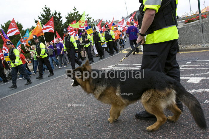 Police dog barks at protesters. March with a Message for Labour. Unite the Union demonstration supporting public services, equal pay, trade union freedom, rights for agency workers, and against off shoring. Labour Party Conference, Bournemouth 2007. - Jess Hurd - 2007-09-23