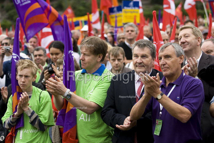 Tony Woodley and Derek Simpson join March with a Message for Labour. Unite the Union demonstration supporting public services, equal pay, trade union freedom, rights for agency workers, and against off shoring. Labour Party Conference, Bournemouth 2007. - Jess Hurd - 2007-09-23