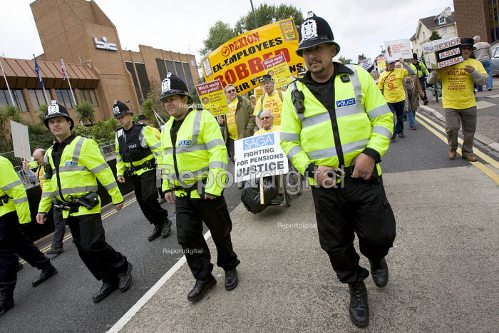 Ex employees from Dexion hold protest about their robbed pensions outside the Labour Party Conference, Bournemouth 2007. - Jess Hurd - 2007-09-25
