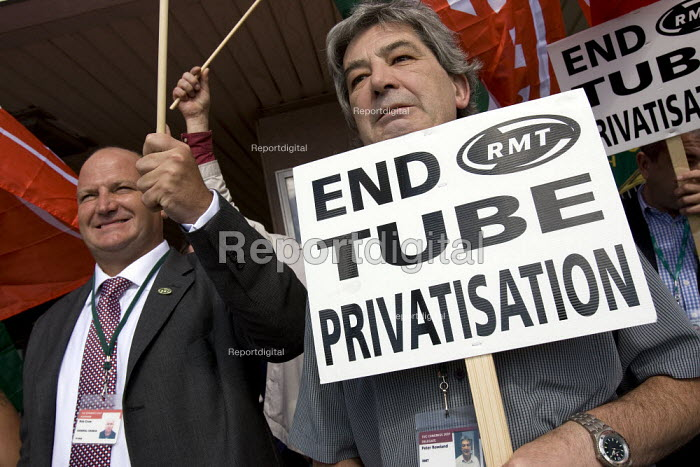 Bob Crow and RMT delegates hold a protest against Metronet and privatisation. TUC Conference, Brighton 2007. - Jess Hurd - 2007-09-11