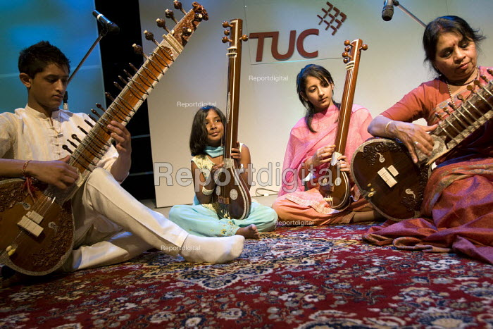 Indian band blay traditional music at TUC Conference, Brighton 2007. - Jess Hurd - 2007-09-11