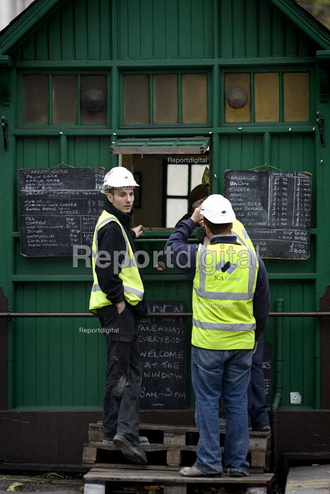 Construction workers go to the cafe for their lunch break. Westminster, London. - Jess Hurd - 2007-10-26