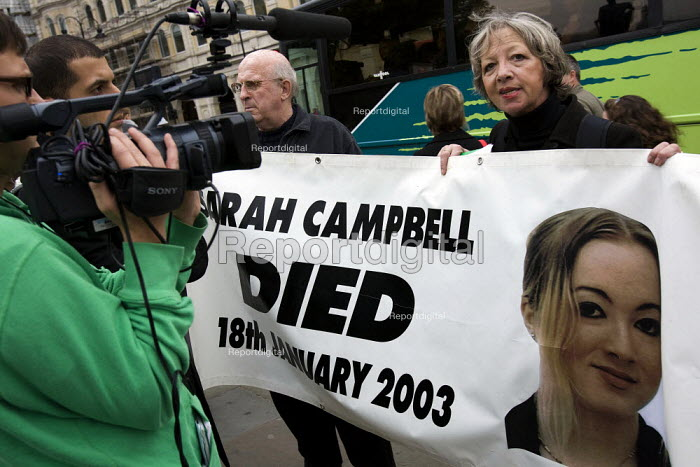 The mother of Sarah Campbell campaigning for justice. United Friends and Family Campaign against deaths in police custody. London. - Jess Hurd - 2007-10-27