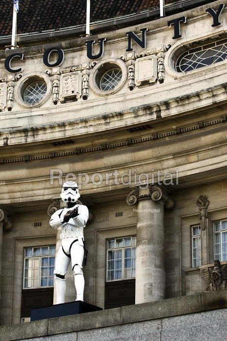Imperial stormtroopers, trained shock troops from Star Wars stand guard at the County Hall Gallery, London. Part of the Star Wars 30th anniversary celebration - Jess Hurd - 2007-10-05
