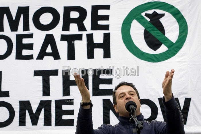 Mark Thomas political campaigner and comedian. Stop the War demonstration on the opening day of Parliament, London. - Jess Hurd - 2007-10-08