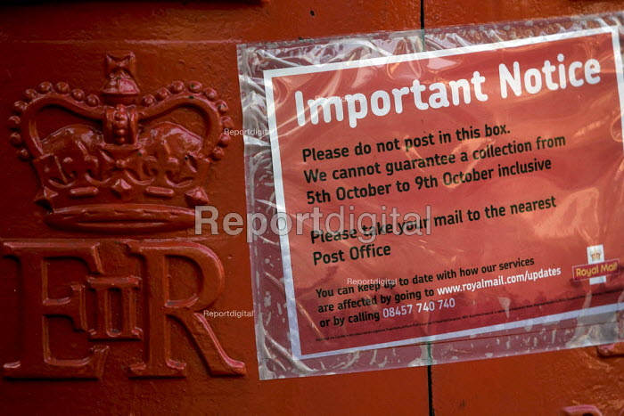 Notice on a pillar box warning of no guaranteed collection during the post strike. East London. - Jess Hurd - 2007-10-09