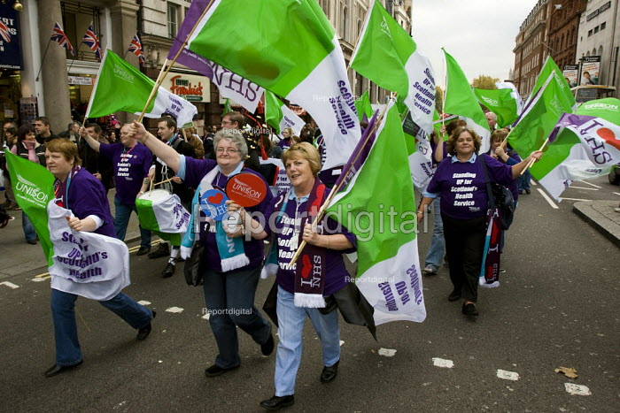 Unison members join the Keep Our NHS Public National Demonstration. London. - Jess Hurd - 2007-11-03