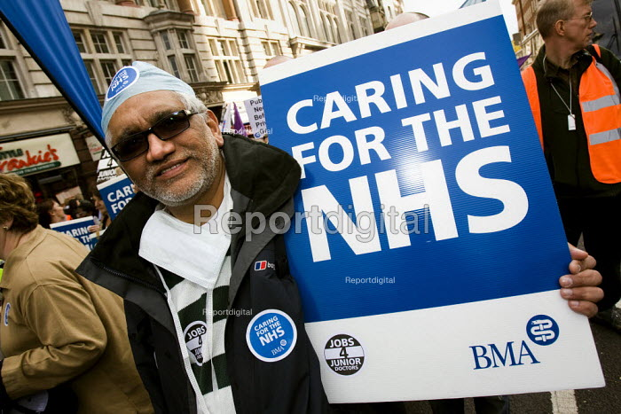 BME member joins the Keep Our NHS Public National Demonstration. London. - Jess Hurd - 2007-11-03