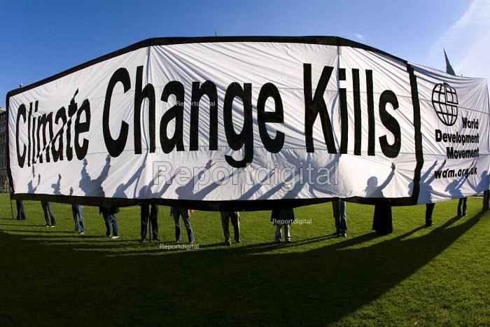 World Development Movement banner, Climate Change Kills. Parliament Square. Westminster. - Jess Hurd - 2007-11-03
