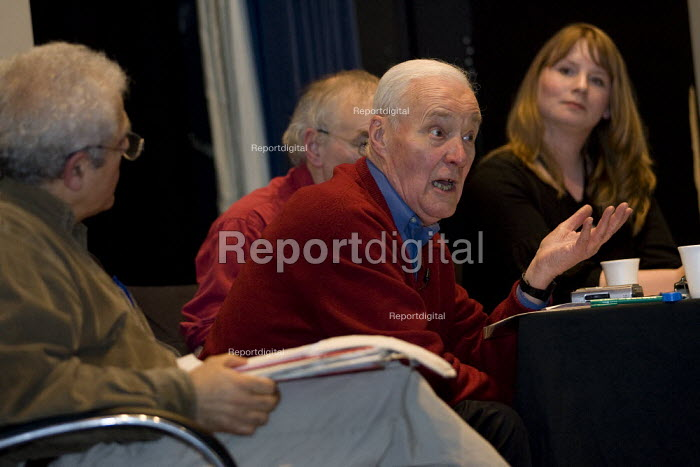 Tony Benn speaks at the MWAW The First Casualty? War, Truth and the Media Today Conference, LSE. London. - Jess Hurd - 2007-11-17