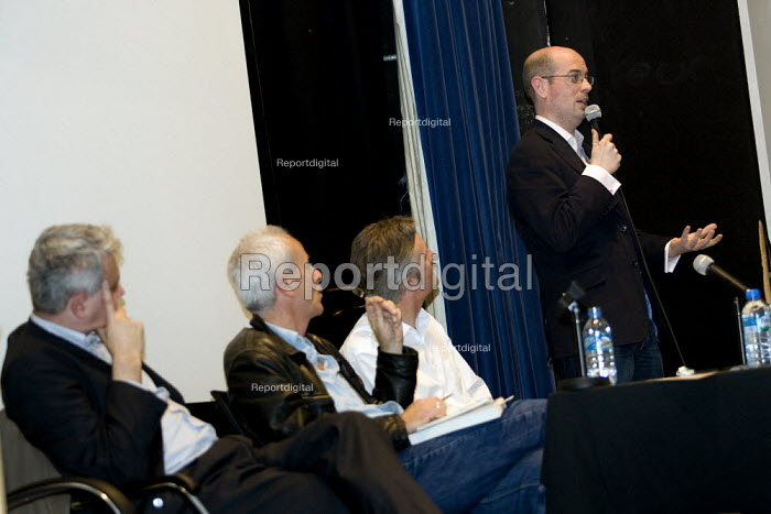 Journalist Andrew Gilligan speaks at MWAW The First Casualty? War, Truth and the Media Today Conference, LSE. London. - Jess Hurd - 2007-11-17