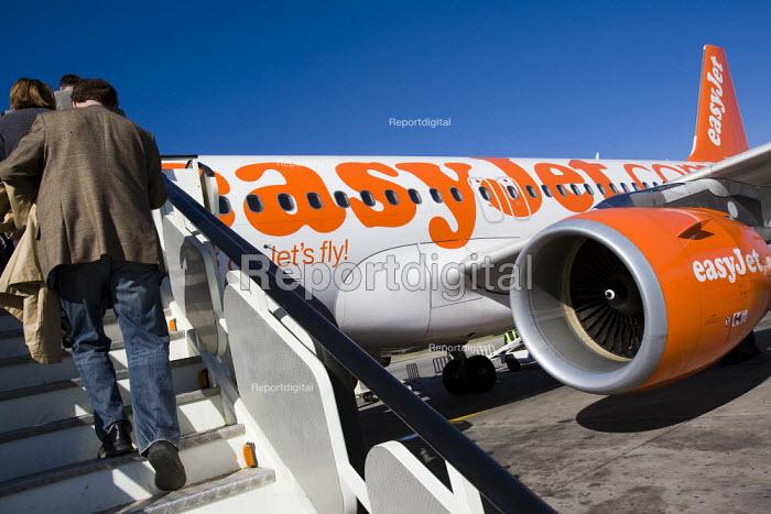 Passengers board an Easyjet aeroplane at Marrakech Airport, Morocco. - Jess Hurd - 2008-01-14