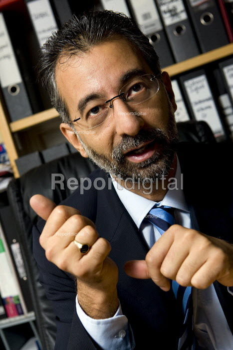 Solicitor Imran Khan. London. - Jess Hurd - 2007-11-08
