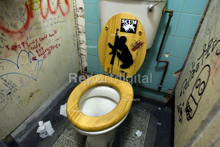Graffiti in the toilet of The Foundry, London. - Jess Hurd - 2007-12-24