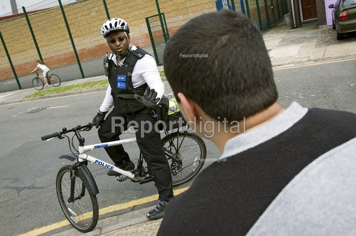PCSO, Police Community Support Officer patrols his West London patch by bike. - Jess Hurd - 2007-08-28