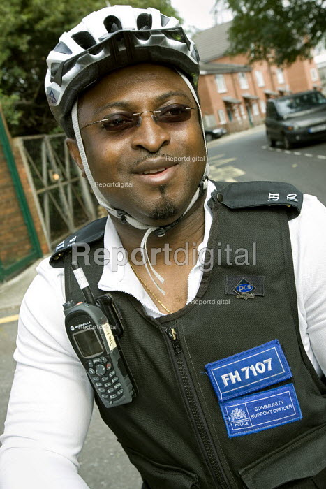 PCSO, Police Community Support Officer patrols his West London patch by bike. - Jess Hurd - 2008-08-28
