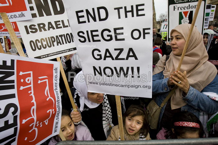 Stop the War Coalition calls for support for End the Siege of Gaza. London. - Jess Hurd - 2008-01-26