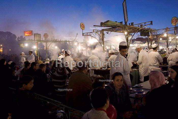 Food markets at the old town square, Djemaa el-Fna, Medina, Marrakech. Morocco. - Jess Hurd - 2008-01-12