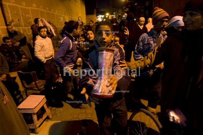 Child labor in the Marrakech souks, Medina, Morocco. - Jess Hurd - 2008-01-12