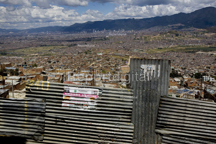 Cuidad Bolivar, slum area south of Bogota growing fast with displaced people from the countryside. Colombia. - Jess Hurd - 2008-02-07