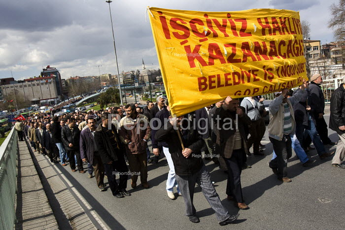 Trade unions demonstrate against privatisation and the government health and pension reforms. Istanbul, Turkey. - Jess Hurd - 2008-03-14