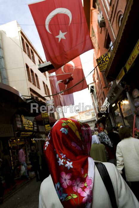 Turkish national flag. Istanbul, Turkey. - Jess Hurd - 2008-03-10