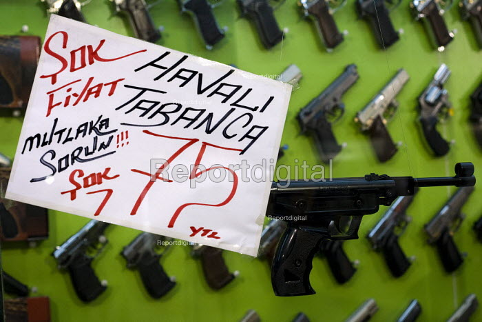 Handgun market. Istanbul, Turkey. - Jess Hurd - 2008-03-14