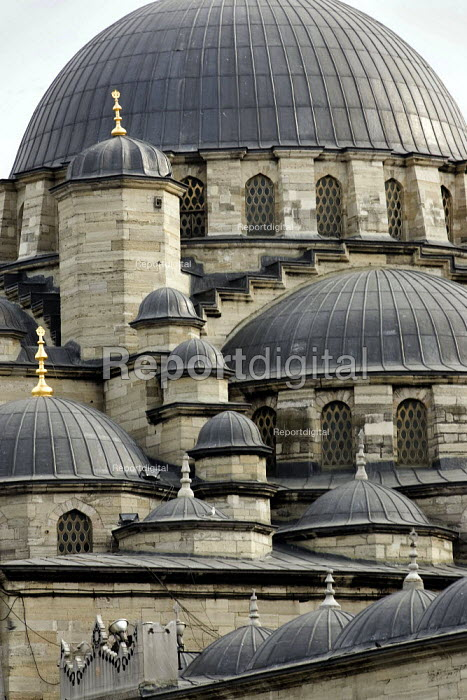 Detail of the New Mosque, Eminonu, Istanbul, Turkey. - Jess Hurd - 2008-03-10