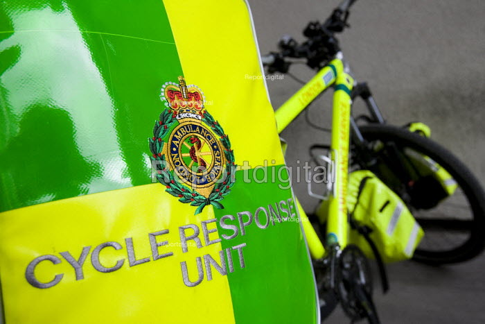 London NHS Ambulance Service bicycle, East London. - Jess Hurd - 2009-03-05