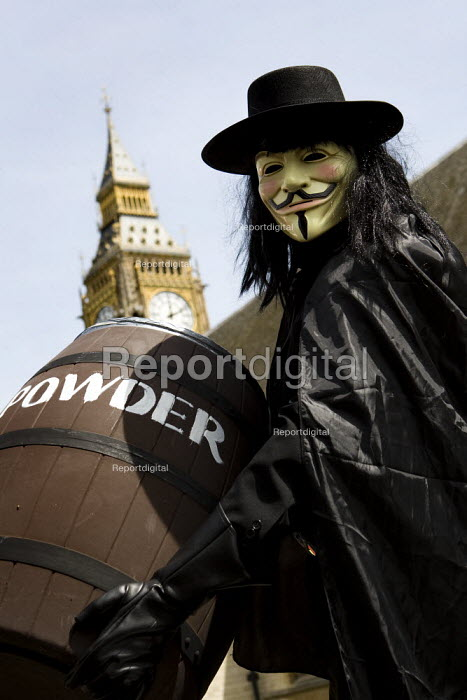 Sack Parliament. Protesters dress as Guy Fawkes with gunpowder plot to blow up Parliament. London. - Jess Hurd - 2009-05-23