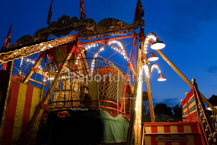 Fairground workers pack up Carters Steam Fair, The steam yacht, Victoria Park. East London. - Jess Hurd - 2009-06-21