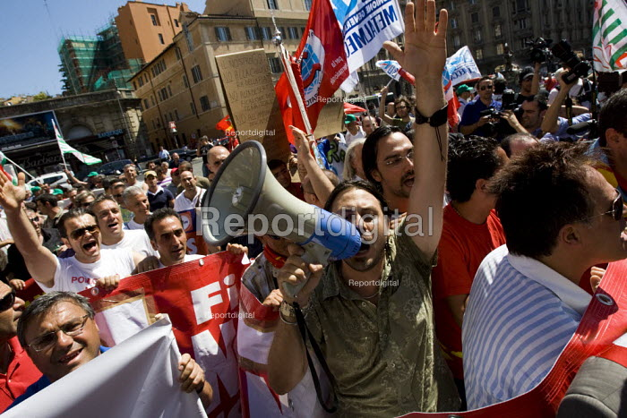 Trades union members from Fiat demonstrate anti G8 summit Rome. Italy. - Jess Hurd - 2009-07-08