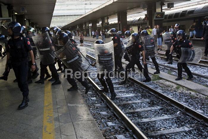 Police at Termini Station. Anti G8 protests, Rome. Italy. - Jess Hurd - 2009-07-07