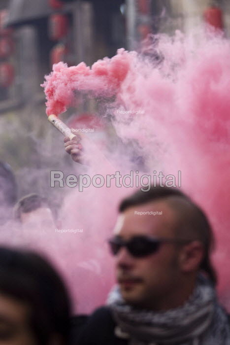 Red flare. Anti G8 protests, Rome. Italy. - Jess Hurd - 2009-07-07